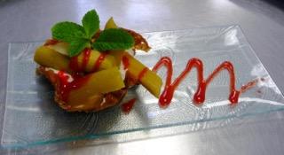 Croquant de rhubarbe, mousse de fromage blanc-r